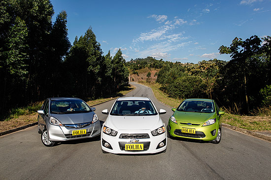 Honda Fit, Chevrolet Sonic e Ford New Fiesta completam o comparativo dos hatches compactos premium