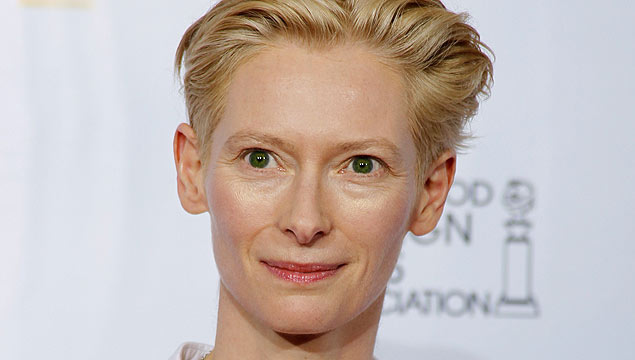 ORG XMIT: BEV250 Actress Tilda Swinton poses at the 68th annual Golden Globe Awards in Beverly Hills, California, January 16, 2011. REUTERS/Lucy Nicholson (UNITED STATES - Tags: ENTERTAINMENT) (GOLDENGLOBES-BACKSTAGE)