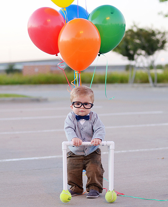 "Rizden fantasiado de Carl, do filme ""Up"""