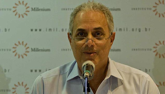 El presentador del noticiero Jornal do Globo, William Waack