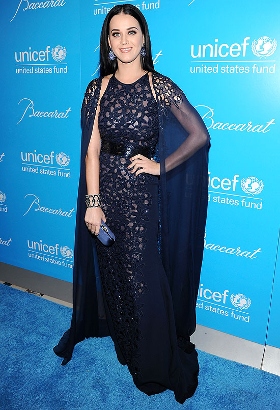 A cantora Katy Perry no baile da Unicef