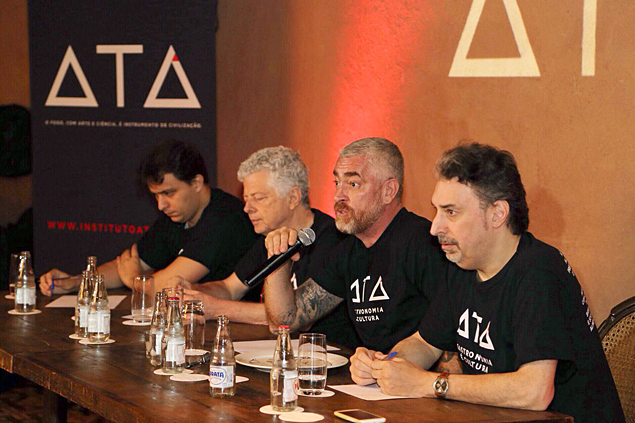 Da dir. � esq., Roberto Smeraldi, o chef Alex Atala, Beto Ricardo e Thiago Medaglia, do Instituto At�