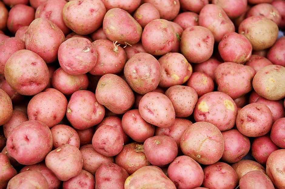ORG XMIT: 545601_1.tif Red potatoes are offered for sale at Eastern Market on Capitol Hill in Washington, DC, on June 27, 2008. According to a survey released on June 26, nearly a quarter of Americans are cutting back their spending on food and healthcare thanks to rising fuel prices. AFP PHOTO/SAUL LOEB