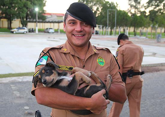 Officer Fernando Moreira and dog Whisky