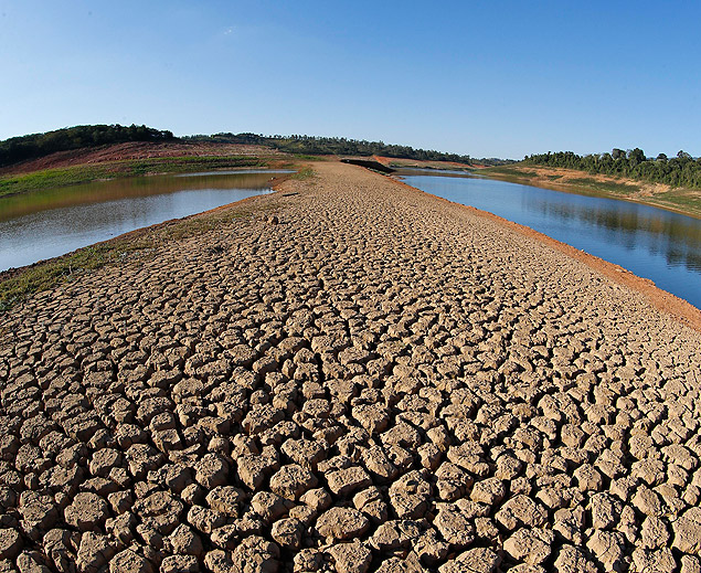 Drought on the banks of the Cantareira dam, in Sao Paulo; the system is undergoing a crisis of water shortage