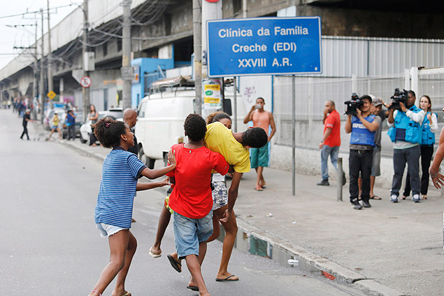 Christian Soares Andrade, 13, killed during a police operation in the Manguinhos favela was buried on Wednesday (9)
