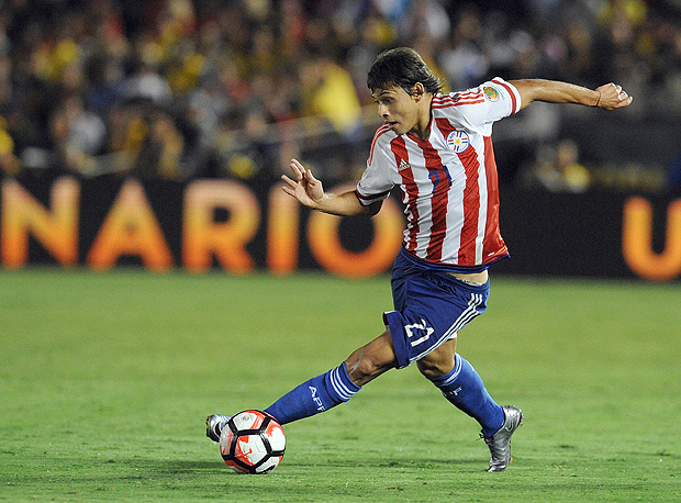 June 7, 2016; Pasadena, CA, USA; Paraguay midfielder Oscar Romero (21) moves the ball against Colombia during the second half in the group play stage of the 2016 Copa America Centenario. at Rose Bowl Stadium. Mandatory Credit: Gary A. Vasquez-USA TODAY Sports ORG XMIT: USATSI-269484