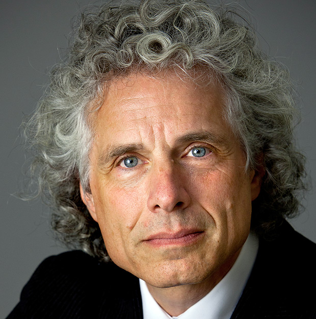 "Steven Pinker, a leading advocate of evolutionary psychology and professor at Harvard, in New York, Nov. 16, 2011. In his latest book, ""The Better Angels of Our Nature,"" he says human brains have produced a far less violent world over time. (Tony Cenicola/The New York Times) ORG XMIT: XNYT49 ***DIREITOS RESERVADOS. N�O PUBLICAR SEM AUTORIZA��O DO DETENTOR DOS DIREITOS AUTORAIS E DE IMAGEM***LEGENDA DO JORNALlinguista e neurocientista Steven Pinker"