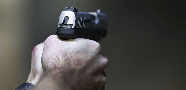 A man fires a Taurus Millennium 9mm in Utah; in Brazil, the Army command has authorized civil and military police officers to buy 9mm caliber pistols