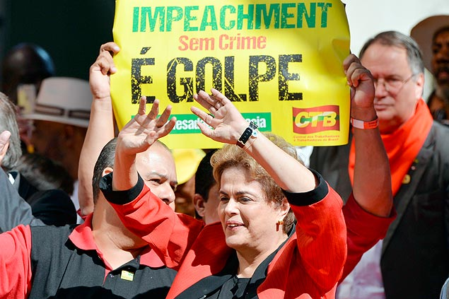 TOPSHOT - Brazilian President Dilma Rousseff waves at the crowd during a demonstration to mark International Workers' Day, in Sao Paulo, Brazil, on May 1, 2016. / AFP PHOTO / NELSON ALMEIDA