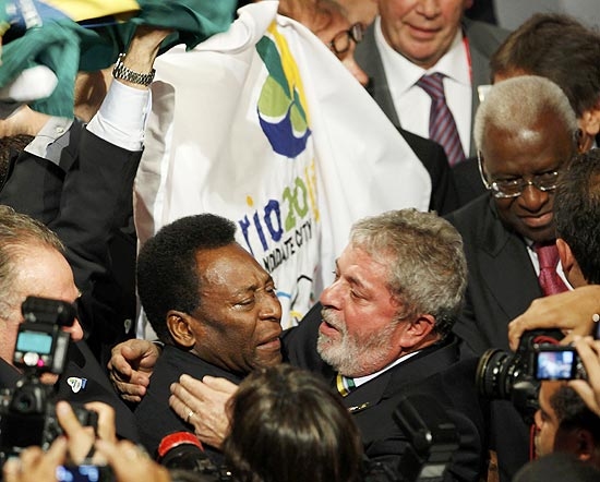 Carlos Nuzman, Rio de Janeiro 2016 President waves a Brazilian flag as President Luis Inacio Lula da Silva of Brazil (R) hugs former national soccer player Pele as they celebrates after Rio de Janiero was awarded the 2016 Olympic Games during the 121st IOC session in Copenhagen October 2, 2009, defeating Madrid in the final round of voting. REUTERS/Pawel Kopczynski (DENMARK)