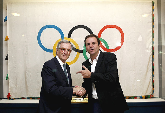 "The mayor of Rio de Janeiro, Eduardo Paes said that the IOC presence would help to ""focus efforts on the task in hand"""
