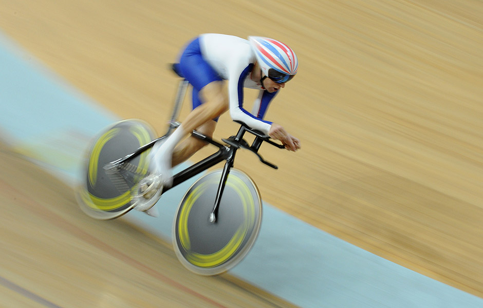 (FILES) A picture taken on August 16, 2008 shows Britain's Bradley Wiggins competing in the 2008 Beijing Olympic Games men's individual pursuit first round at the Laoshan Velodrome in Beijing. Britain's Bradley Wiggins smashed the UCI (International Cycling Union) hour record at the Lee Valley VeloPark in London on June 7, 2015. Wiggins' distance of 54.526 kilometres eclipsed the previous record of 52.937km set by fellow British rider Alex Dowsett in Manchester last month. AFP PHOTO / MARTIN BERNETTI ORG XMIT: MS007