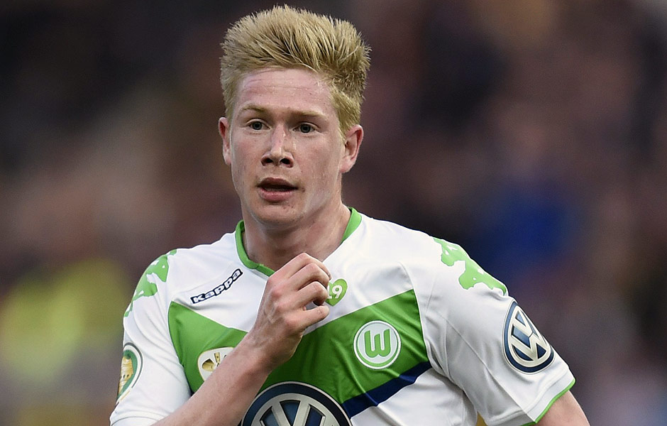 (FILES) A photo taken on May 30, 2015 in Berlin, shows Wolfsburg's Belgian midfielder Kevin De Bruyne celebrating scoring during the German Cup DFB Pokal final football match against Dortmund. Belgium midfielder Kevin de Bruyne jetted off to England on August 29 with his club Wolfsburg poised to agree a German record transfer with Premier League giants Manchester City. AFP PHOTO / ODD ANDERSEN ORG XMIT: 2839