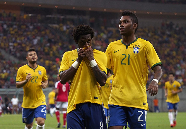 Brazilian midfielder Fred (C) celebrates after scoring against the  Dominican Republic the team s fifth 8d64f1e60a64f
