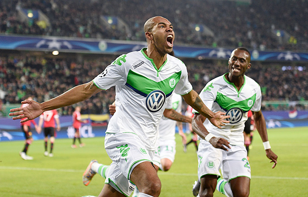 Football Soccer - VfL Wolfsburg v Manchester United - UEFA Champions League Group Stage - Group B - Volkswagen-Arena, Wolfsburg, Germany - 8/12/15 Naldo celebrates after scoring the first goal for Wolfsburg Reuters / Fabian Bimmer Livepic EDITORIAL USE ONLY. ORG XMIT: UKXE00