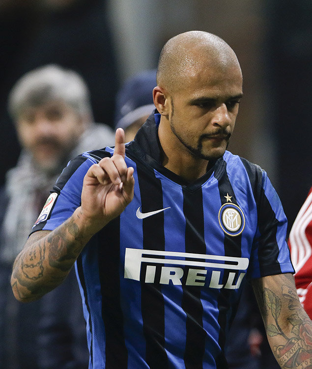Inter Milan's Felipe Melo reacts as he leaves the field of play after receiving a red card during a Serie A soccer match between Inter Milan and Lazio, at the San Siro stadium in Milan, Italy, Sunday, Dec. 20, 2015. (AP Photo/Luca Bruno) ORG XMIT: XLB126