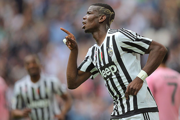 Juventus' midfielder Paul Pogba from France celebrates after scoring during the Italian Serie A football match Juventus vs Palermo on April 17, 2016 at the Juventus stadium in Turin. / AFP PHOTO / MARCO BERTORELLO