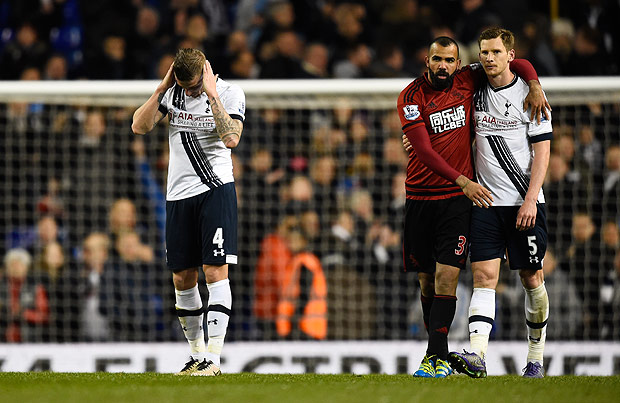 """Football Soccer - Tottenham Hotspur v West Bromwich Albion - Barclays Premier League - White Hart Lane - 25/4/16 Tottenham's Toby Alderweireld looks dejected after the game as Jan Vertonghen hugs West Brom's Sandro Reuters / Dylan Martinez Livepic EDITORIAL USE ONLY. No use with unauthorized audio, video, data, fixture lists, club/league logos or """"live"""" services. Online in-match use limited to 45 images, no video emulation. No use in betting, games or single club/league/player publications. Please contact your account representative for further details. ORG XMIT: UKYg8N"""