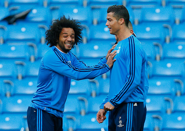 Football Soccer - Real Madrid Training - Etihad Stadium, Manchester, England - 25/4/16 Real Madrid's Cristiano Ronaldo and Marcelo during training Action Images via Reuters / Jason Cairnduff Livepic EDITORIAL USE ONLY. ORG XMIT: UKYg5I