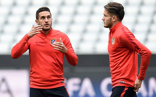 Atletico Madrid's midfielder Koke (L) and his teammate midfielder Saul Niguez chat during a training session on the eve of the Champions League semi-final, second-leg football match between Bayern Munich and Atletico Madrid in Munich, southern Germany, on May 2, 2016. / AFP PHOTO / Christof Stache
