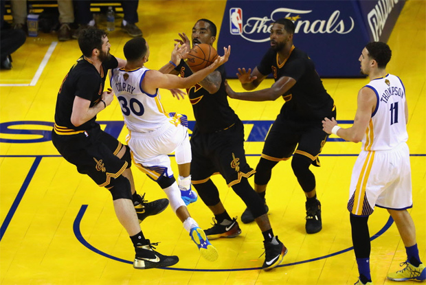 OAKLAND, CA - JUNE 13: Stephen Curry #30 of the Golden State Warriors drives to the basket against Kevin Love #0 of the Cleveland Cavaliers, J.R. Smith #5, and Tristan Thompson #13 during the second half in Game 5 of the 2016 NBA Finals at ORACLE Arena on June 13, 2016 in Oakland, California. NOTE TO USER: User expressly acknowledges and agrees that, by downloading and or using this photograph, User is consenting to the terms and conditions of the Getty Images License Agreement. Ezra Shaw/Getty Images/AFP == FOR NEWSPAPERS, INTERNET, TELCOS & TELEVISION USE ONLY ==