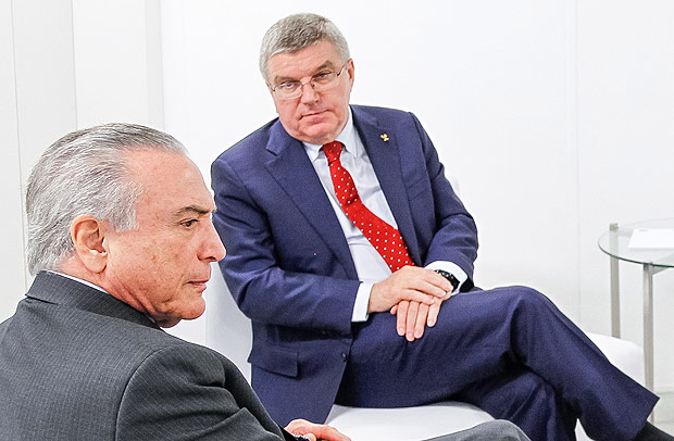 "Handout picture released by the Brazilian Presidency showing Brazilian acting President Michel Temer (L) and the President of the International Olympic Committee Thomas Bach shaking hands during a visit to the Olympic Park where the Olympic Games Rio 2016 will take place, in Rio de Janeiro, Brazil on June 14, 2016 / AFP PHOTO / BRAZILIAN PRESIDENCY / BETO BARATA / RESTRICTED TO EDITORIAL USE - MANDATORY CREDIT ""AFP PHOTO /PRESIDENCIA/BETO BARATA"" - NO MARKETING NO ADVERTISING CAMPAIGNS - DISTRIBUTED AS A SERVICE TO CLIENTS ORG XMIT: ESA1243"