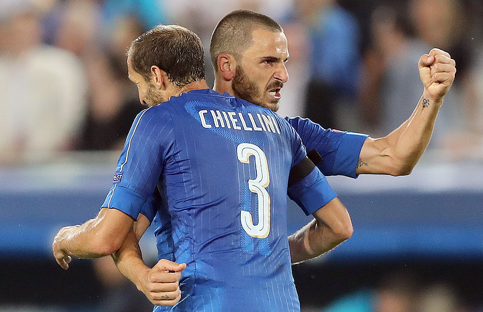 Os zagueiros Chiellini e Bonucci, da It
