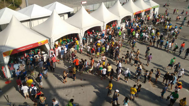 Food ran out on Saturday, the first day of Rio-2016; food courts set up in the Olympic Park ran out of meals and pizza