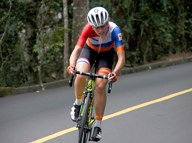 2016 Rio Olympics - Cycling Road - Final - Women's Road Race - Fort Copacabana - Rio de Janeiro, Brazil - 07/08/2016. Annemiek van Vleuten (NED) of Netherlands competes. REUTERS/Eric Gaillard FOR EDITORIAL USE ONLY. NOT FOR SALE FOR MARKETING OR ADVERTISING CAMPAIGNS. ORG XMIT: OLYSS528