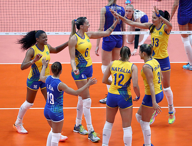 2016 Rio Olympics - Women's Preliminary - Pool A Brazil v Russia - Maracanazinho - Rio de Janeiro, Brazil - 14/08/2016. (L-R) Fernanda Rodrigues (BRA) of Brazil, Leia (BRA) of Brazil, Thaisa Menezes (BRA) of Brazil, Natalia (BRA) of Brazil,Dani Lins (BRA) of Brazil and Sheilla (BRA) of Brazil celebrate a point. REUTERS/Yves Herman FOR EDITORIAL USE ONLY. NOT FOR SALE FOR MARKETING OR ADVERTISING CAMPAIGNS. ORG XMIT: DBA172