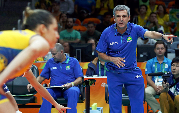 2016 Rio Olympics - Volleyball Women's Quarterfinals - Brazil v China - Maracanazinho - Rio de Janeiro, Brazil - 16/08/2016. Coach Jose Roberto Guimaraes (BRA) of Brazil reacts. REUTERS/Yves Herman FOR EDITORIAL USE ONLY. NOT FOR SALE FOR MARKETING OR ADVERTISING CAMPAIGNS. ORG XMIT: OLYN3489