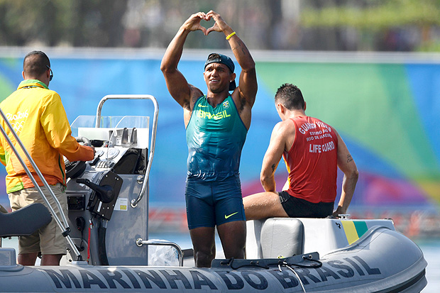 Brazil's Isaquias Queiroz Dos Santos celebrates after the Men's Canoe Single (C1) 200m final at the Lagoa Stadium during the Rio 2016 Olympic Games in Rio de Janeiro on August 18, 2016. / AFP PHOTO / Damien MEYER