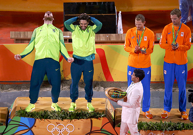 2016 Rio Olympics - Beach Volleyball - Men's Victory Ceremony - Beach Volleyball Arena - Rio de Janeiro, Brazil - 19/08/2016. Gold medalists Alison (BRA) of Brazil and Bruno Oscar Schmidt (BRA) of Brazil celebrate on the podium. REUTERS/Carlos Barria FOR EDITORIAL USE ONLY. NOT FOR SALE FOR MARKETING OR ADVERTISING CAMPAIGNS. ORG XMIT: OLYSS485