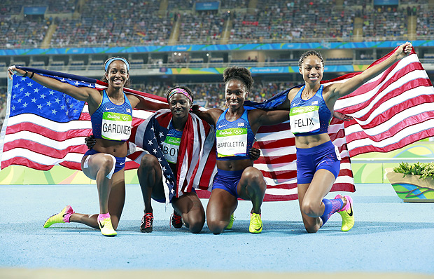 (160819) -- RIO DE JANEIRO, Aug. 19, 2016 (Xinhua) -- English Gardner, Tori Bowie, Tianna Bartoletta and Allyson Felix (L-R) of the United States of America celebrate after the women's 4x100m relay final of Athletics at the 2016 Rio Olympic Games in Rio de Janeiro, Brazil, on Aug. 19, 2016. The U.S. team won the gold medal. (Xinhua/Ren Zhenglai) (xr)