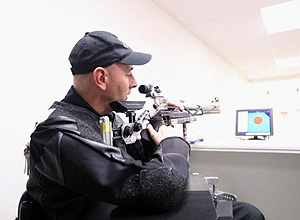 Para-Shooter Michael Johnson sights his target at the Mt Eden Shooting Range following the selection announcement of the New Zealand Para-Shooting team for the Rio 2016 Paralympic Games. © Getty Images