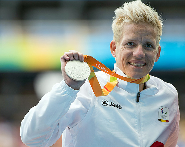 Handout image supplied by OIS/IOC of Belgium's Marieke Vervoort on the medal podium after winning the Silver Medal in the Women's 400m - T52 Final at the Olympic Stadium, during the Paralympic Games, in Rio de Janeiro, Brazil, on September 10, 2016. Photo by Al Tielemans for OIS/IOC via AFP. RESTRICTED TO EDITORIAL USE / AFP PHOTO / Al Tielemans for OIS/IOC