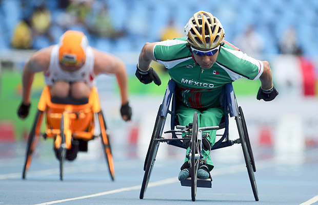 2016 Rio Paralympics - Athletics - Men's 100m - T53 - Olympic Stadium - Rio de Janeiro, Brazil - 09/09/2016. Salvador Mondragon Hernandez of Mexico competes REUTERS/Sergio Moraes NO SALES. FOR EDITORIAL USE ONLY. NOT FOR SALE FOR MARKETING OR ADVERTISING CAMPAIGNS. ORG XMIT: DOM102