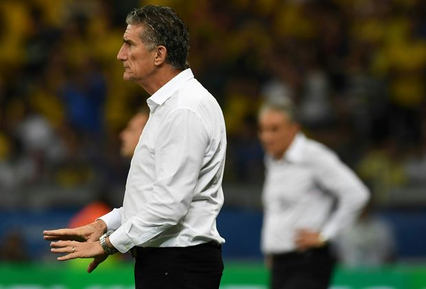 Argentina's coach Edgardo Bauza gives instructions during their 2018 FIFA World Cup qualifier football match against Brazil in Belo Horizonte, Brazil, on November 10, 2016. / AFP PHOTO / VANDERLEI ALMEIDA ORG XMIT: VAN2559