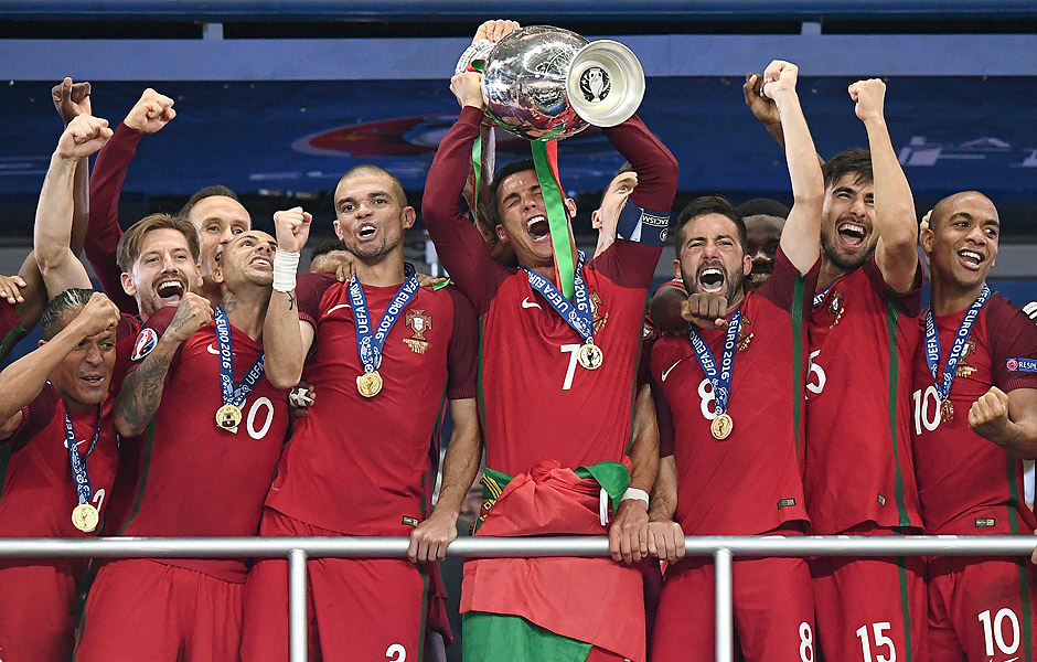 AFP PICTURES OF THE YEAR 2016 Portugal's captain and forward Cristiano Ronaldo hold up the winners' trophy in the Euro 2016 final football match between France and Portugal at the Stade de France in Saint-Denis, north of Paris, on July 10, 2016. Portugal beat France 1-0. / AFP PHOTO / FRANCK FIFE