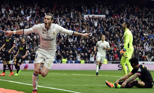 Real Madrid's Welsh forward Gareth Bale celebrates a goal during the Spanish league football match Real Madrid CF vs RCD Espanyol at the Santiago Bernabeu stadium in Madrid on February 18, 2017. / AFP PHOTO / JAVIER SORIANO ORG XMIT: JS950