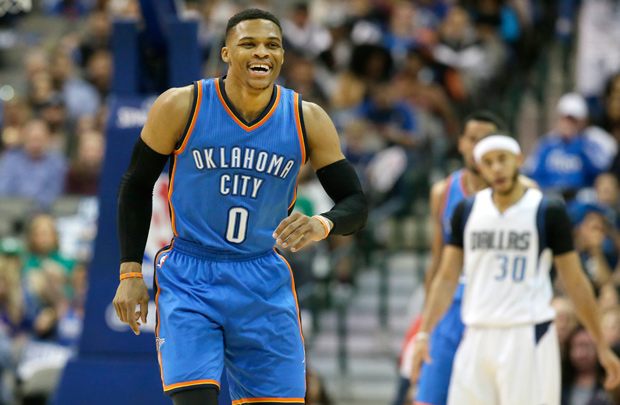 Russell Westbrook, armador do Oklahoma City Thunder, durante partida contra o Dallas Mavericks