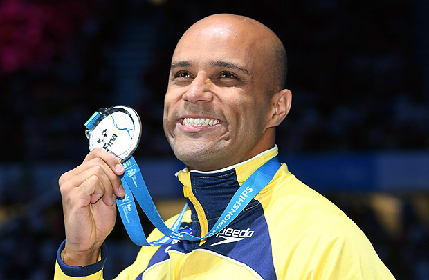 Brazil's Joao Gomes Junior poses with his silver medal during the podium ceremony for the men's 50m breaststroke final during the swimming competition at the 2017 FINA World Championships in Budapest, on July 26, 2017. / AFP PHOTO / François-Xavier MARIT