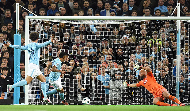 Manchester City's Brazilian striker Gabriel Jesus (2L) scores his team's second goal during the UEFA Champions League Group F football match between Manchester City and Napoli at the Etihad Stadium in Manchester, north west England, on October 17, 2017. / AFP PHOTO / Oli SCARFF