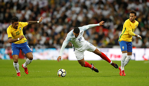 Soccer Football - International Friendly - England vs Brazil - Wembley Stadium, London, Britain - November 14, 2017 England?s Ruben Loftus-Cheek in action with Brazil?s Neymar and Paulinho Action Images via Reuters/Carl Recine ORG XMIT: AI