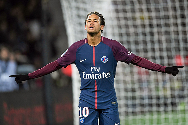 Paris Saint-Germain's Brazilian forward Neymar celebrates scoring his team's fifth goal during the French L1 football match between Paris Saint-Germain and Dijon on January 17, 2018 at the Parc des Princes stadium in Paris. / AFP PHOTO / CHRISTOPHE SIMON