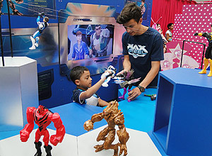 Bonecos Barbie e Max Steel ganham espa�o interativo no Shopping Tabo�o