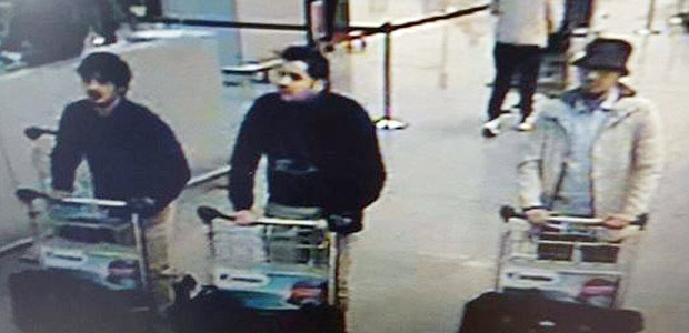 A picture released on March 22, 2016 by the belgian federal police on demand of the Federal prosecutor shows a screengrab of the airport CCTV camera showing three suspects of this morning's attacks at Brussels Airport, in Zaventem. Two explosions in the departure hall of Brussels Airport this morning took the lives of 14 people, 81 got injured. Government sources speak of a terrorist attack. The terrorist threat level has been heightened to four across the country. / AFP PHOTO / BELGIAN FEDERAL POLICE / - / RESTRICTED TO EDITORIAL USE - MANDATORY CREDIT
