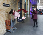 Plataforma 9 3/4, na estação King's Cross, em Londres Neil Hall/Reuters