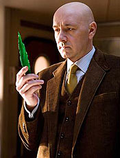 "Lex Luthor (Kevin Spacey) segura kriptonita em ""Superman Returns"""